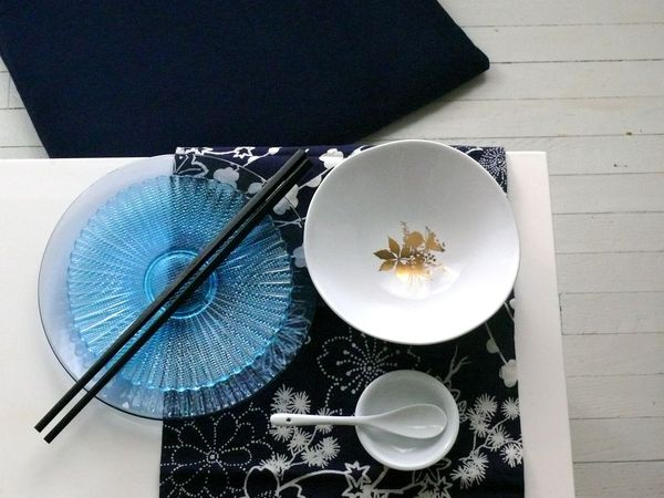 tempting: dining pieces, black and blue all over